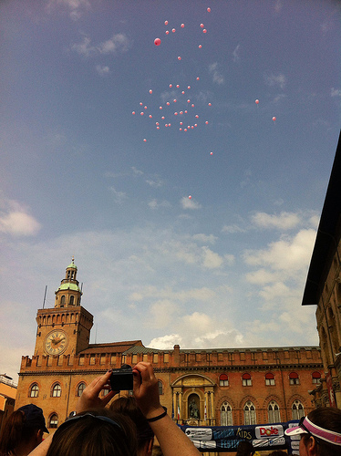 Pink balloons at the start of the Running Festival