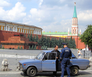 lenin's tomb and dodgy police car